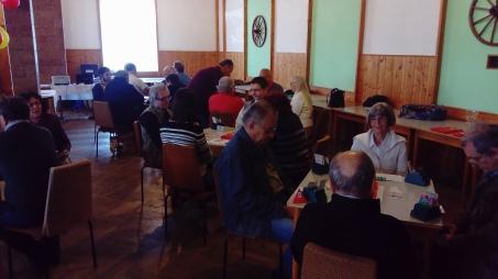 Kostra druholigového týmu SBK se u jednoho stolu sešla hned na začátku turnaje (Kulišanovi vs. Kubšovský-Netuka, v popředí).